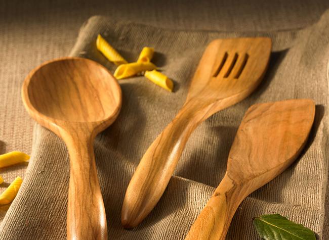 Olivenholz-Küchenhelfer